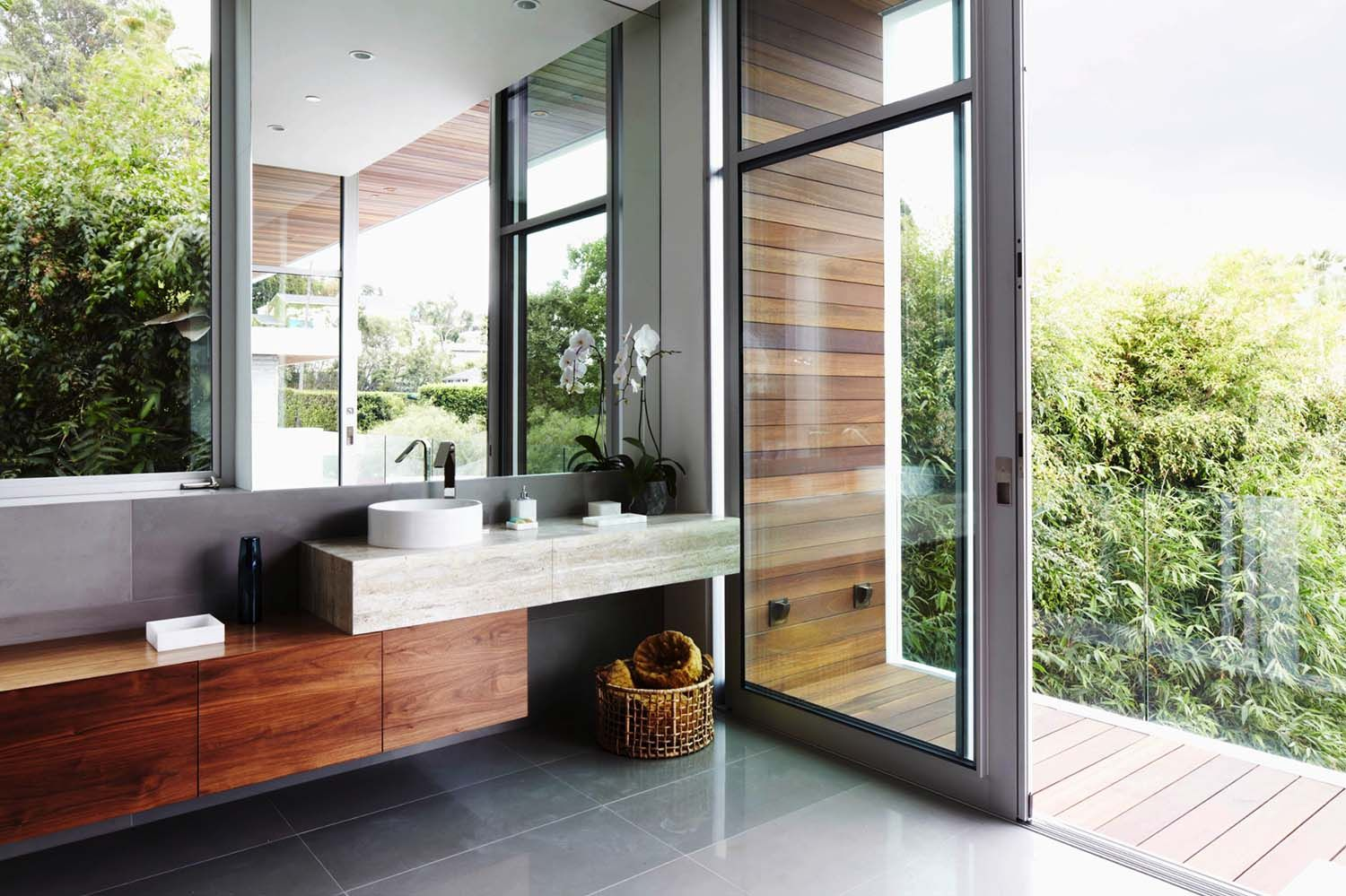 Interiors Firm Erinn V Design Group Has Wowed Us With The Spectacular Job Of This Fabulous Modern Estate In Los Angeles California