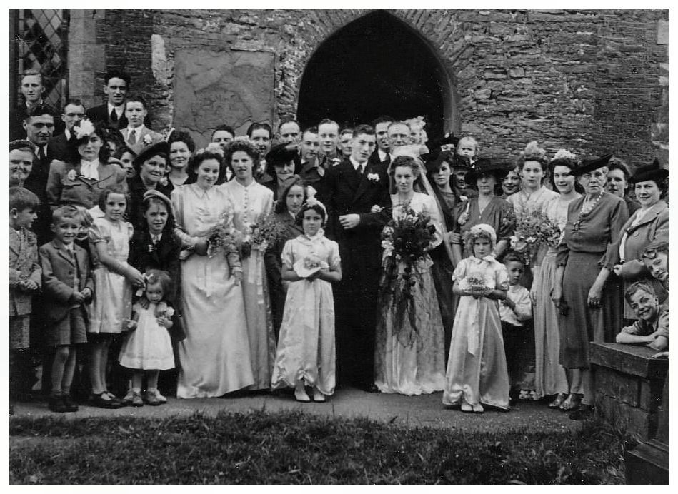 American Wedding Group.Late 1940s Wedding Group With Bride And Bridesmaids 1947 Weddingy