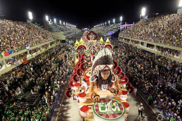 CARNAVAL CARIOCA : AJUSTANDO O GLAMUR PARA A CRISE https://donaelegancia.wordpress.com/2017/02/21/carnaval-carioca-ajustando-o-glamur-para-a-crise/