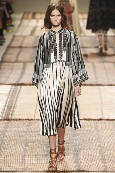 c4c3865059 See the complete Etro Spring 2017 Ready-to-Wear collection. Moda En Blanco