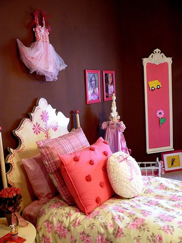 Girls Bedroom With Chocolate Brown Walls And Pink Bedding Girl Room Girly Decor Kids Deco