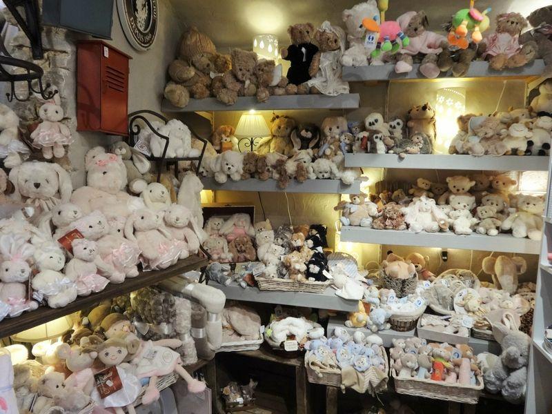 The Castellet shops Route, Provence