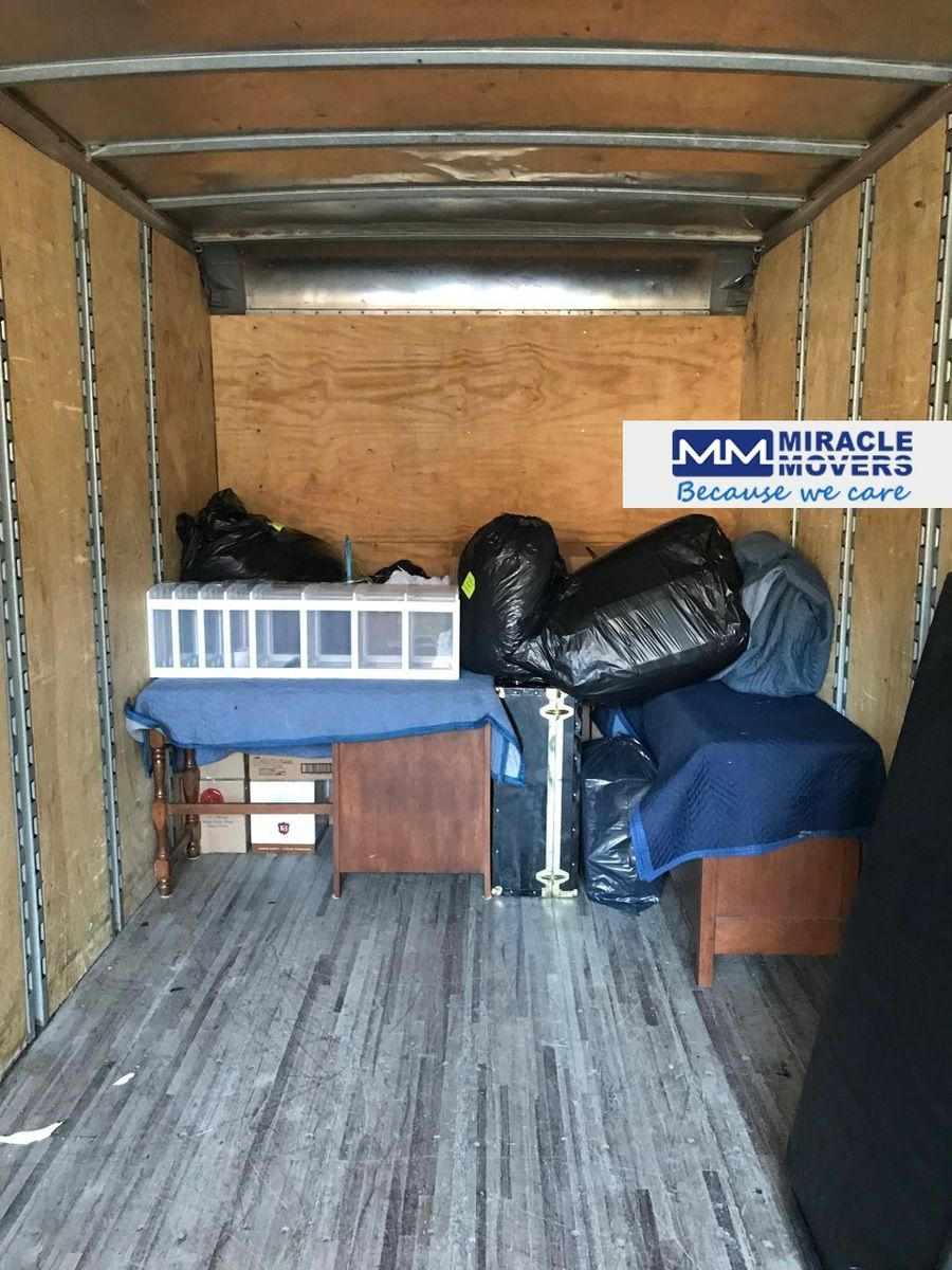 Loading 2br House In Georgetown Movers Moving Relocation Movingtruck Truck Trucking House Torontohouse Toron Moving House Toronto Houses Moving Truck