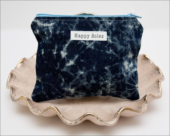 An ode to Acid-Wash. This zipper pouch is super cute!