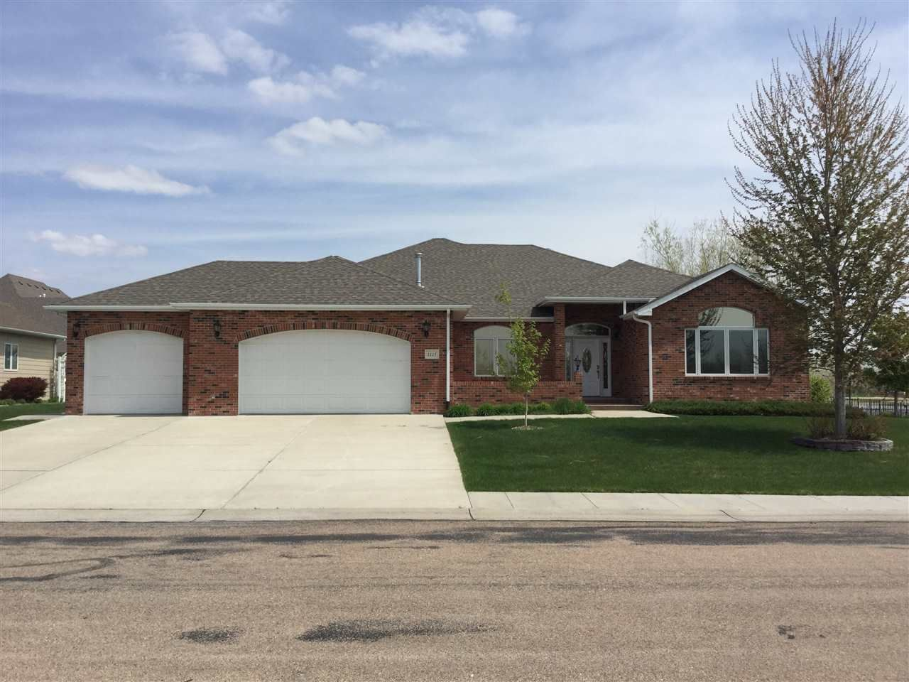 Open House Sunday 8 30 From 1 3 1115 Tanner Court House Styles House Open House