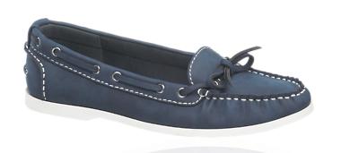 zapatos náuticos azul marino (alternativa mocasines del mismo color)