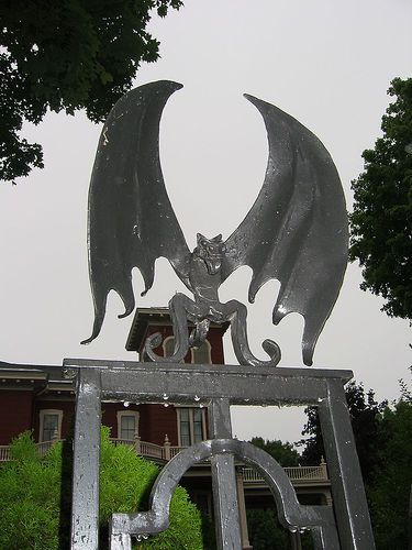 Stephen King\u0027s house - bat on front gate halloween Pinterest - frontgate halloween
