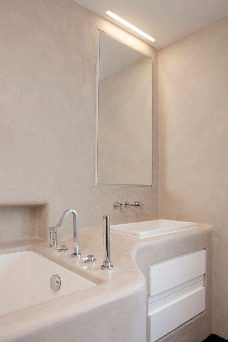 salle de bains moderne avec miroir meuble sous lavabo en blanc