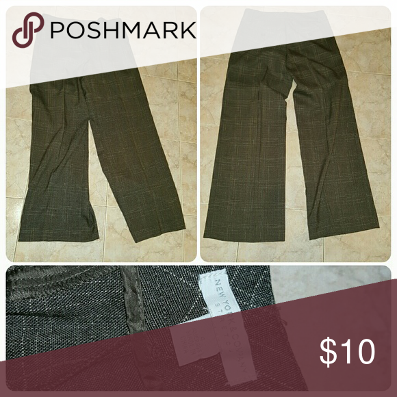 New york and company size 4 dress pants Size 4 average Ny and co Color is gray New York & Company Pants Boot Cut & Flare