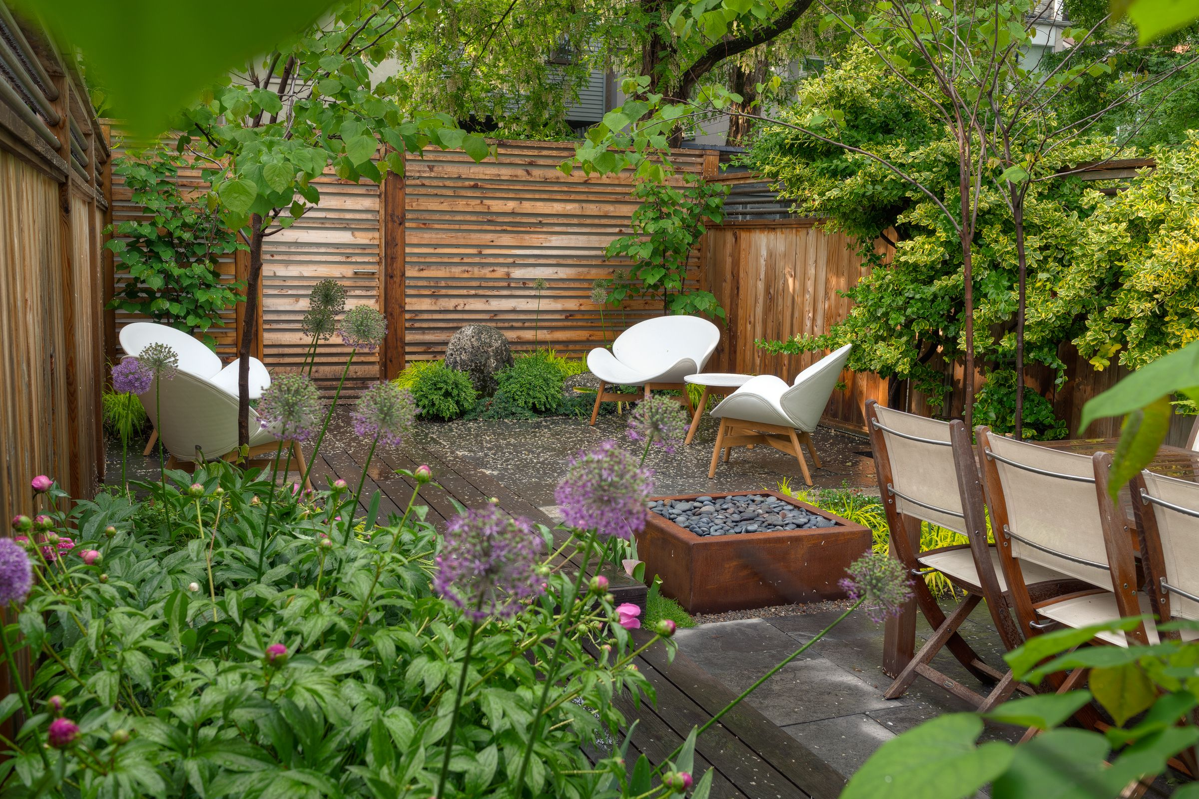 This Small Cabbage Town Garden Has A Relaxed Feel With