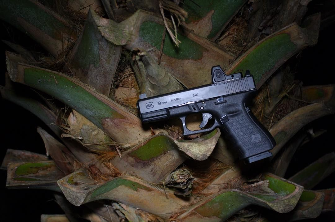 Summon this (or something like it) on amazon.com: http://amzn.to/1MnNAqJ When in #Florida .. Blend in with the locals. : @americangunners : @glockinc G19 MOS : Cannon EOS Rebel @trijicon RMR06 optic #guns #tactical #2a #igmilitia #gunporn #igguns #edc #edcgear #pewpew #everydaycarry #gunsofig #gunsdaily #dailybadass #ccnglock #kcco #gunstagram #donttreadonme #firearmphotography #knives #gunsofinstagram #2a #3percent #nra #glock by concealed_carry_nation…