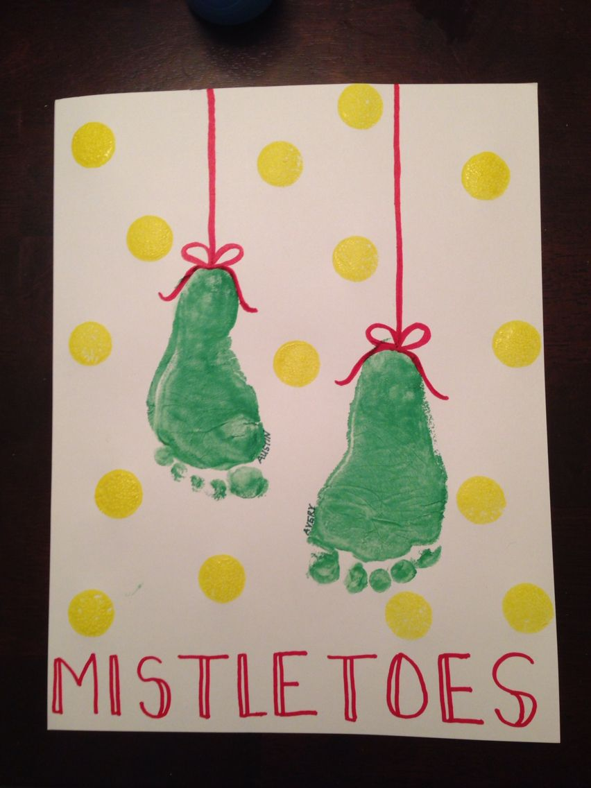 MistleTOES footprint art. Christmas holiday footprint art #mistletoesfootprintcraft