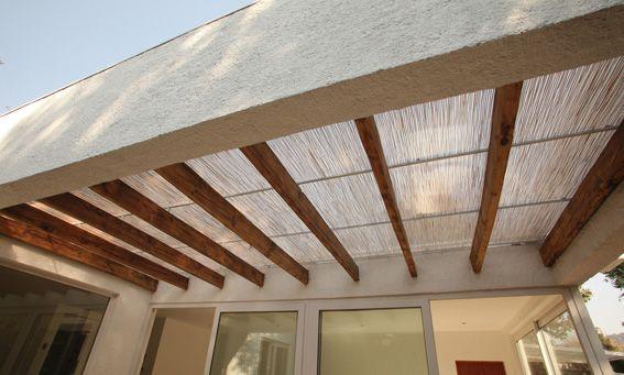 Terraza particular cubierta con policarbonato polibamb - Techos para terrazas precios ...