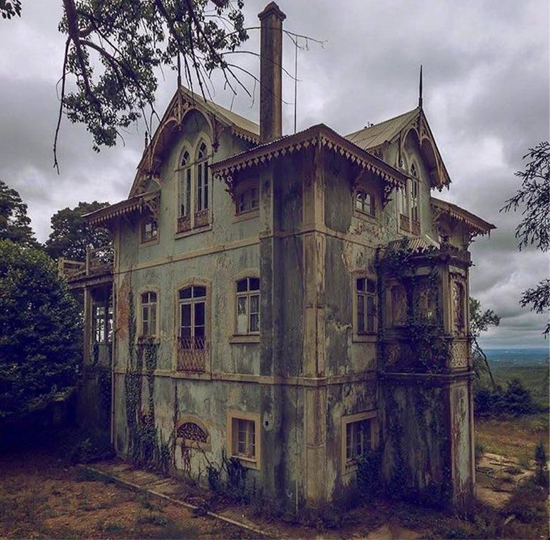 Abandoned Gothic Revival Home In Portugal [960 × 943