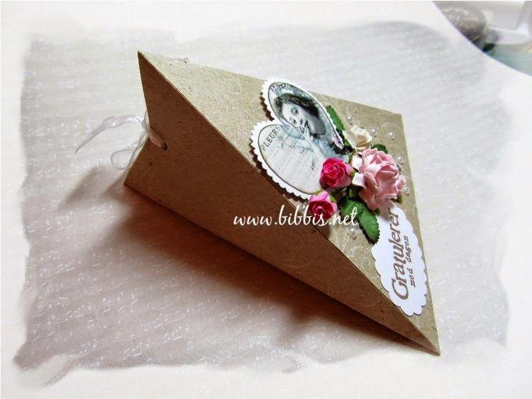 En søt liten trekant eske man kan lage i uante størrelser....   Denne er laget for Barnemix.no  med digitalbilde fra French Kissed     ...