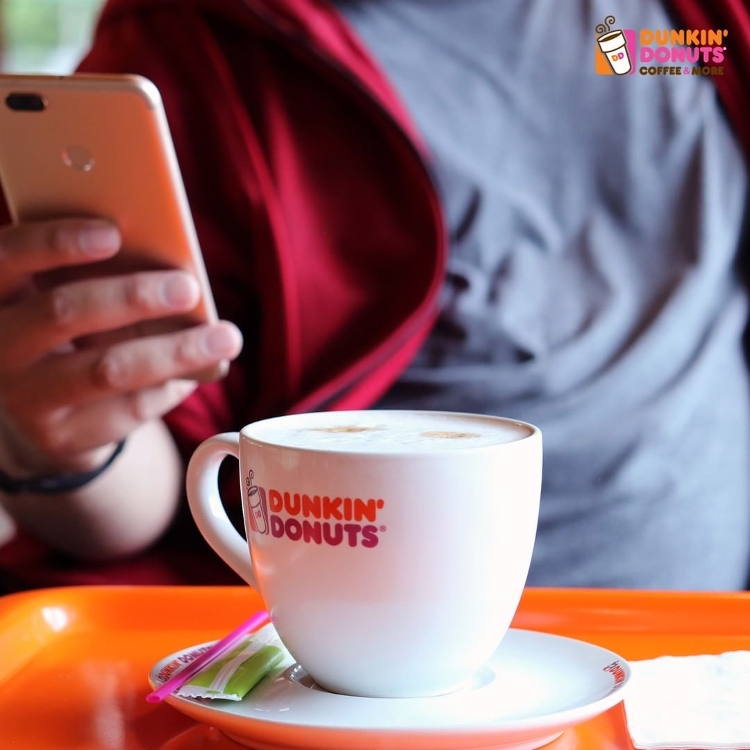 Variety Of Hot And Cold Drinks Which One Are You Craving Today مشروب حار أو بارد دانكن على كيفك Dunkindonuts Dunkindonut Dunkin Donuts Dunkin Glassware