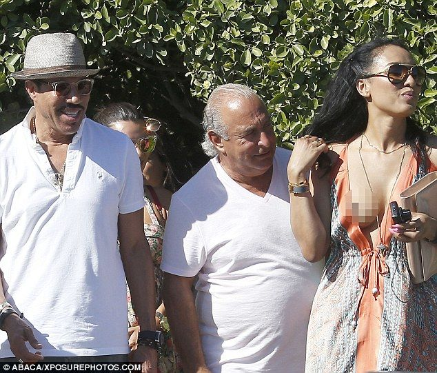 Sir Philip Green gets an eyeful as Lionel Richie's ...