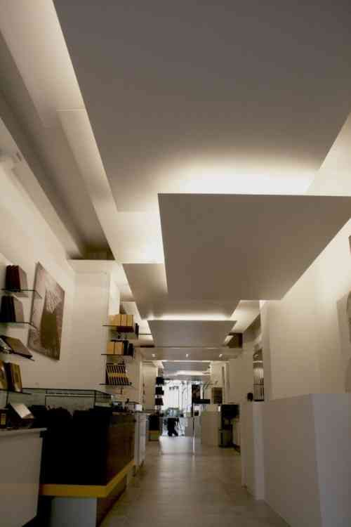 Faux plafond suspendu une solution moderne et pratique for Design plafond salon