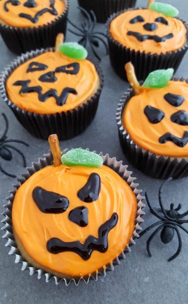 12 Scary Easy Decorated Halloween Cupacakes Ideas #halloweencupcakes