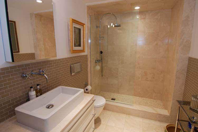 foto di bagni moderni piccoli rivestimento in bicottura effetto marmo lucido julia bagno