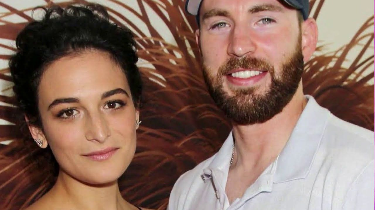 Pin By Celf Celeb On Celebrity Dating In 2020 Jenny Slate Comedians American Actress