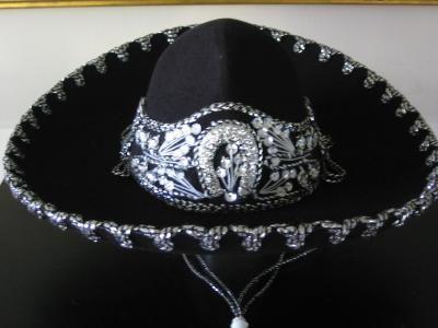3c81377866d9c Sombrero Mexicano Para Ninos SOMBREROS SOLAMENTE SE VENDEN CON COMPRA DE UN TRAJE  Sombrero negro con detalle platiado.