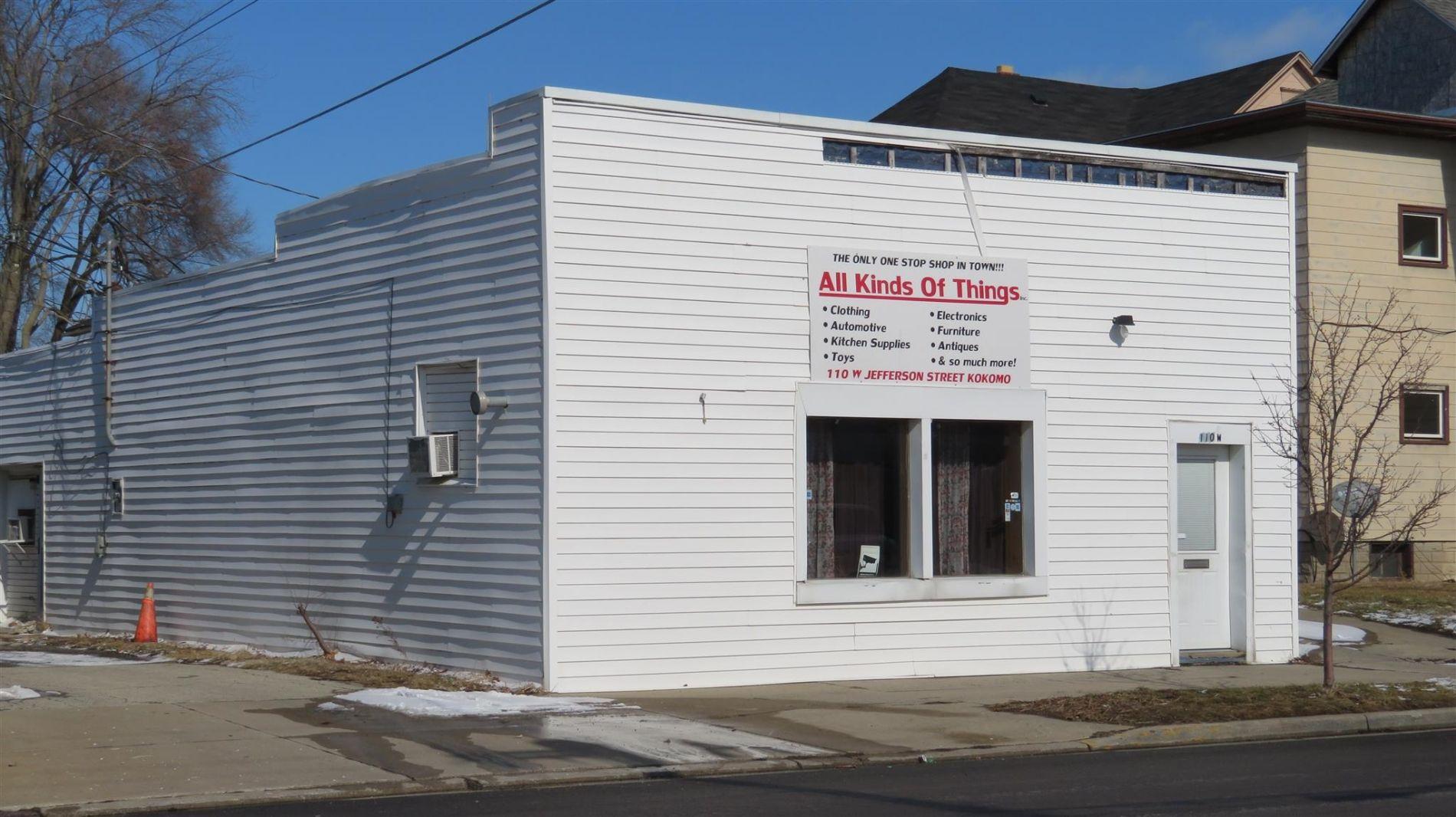 110 W Jefferson Street Kokomo In Jefferson Street City Bathrooms Garage Doors