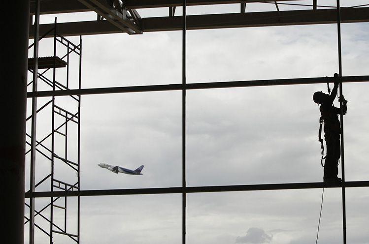 DIEGO SANTACRUZ  Aeropuerto Internacional El Dorado  Bogotá, Colombia  2011