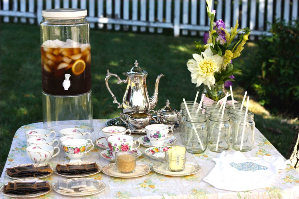 drink table with iced tea served in mason jars and 4 kinds of hot tea