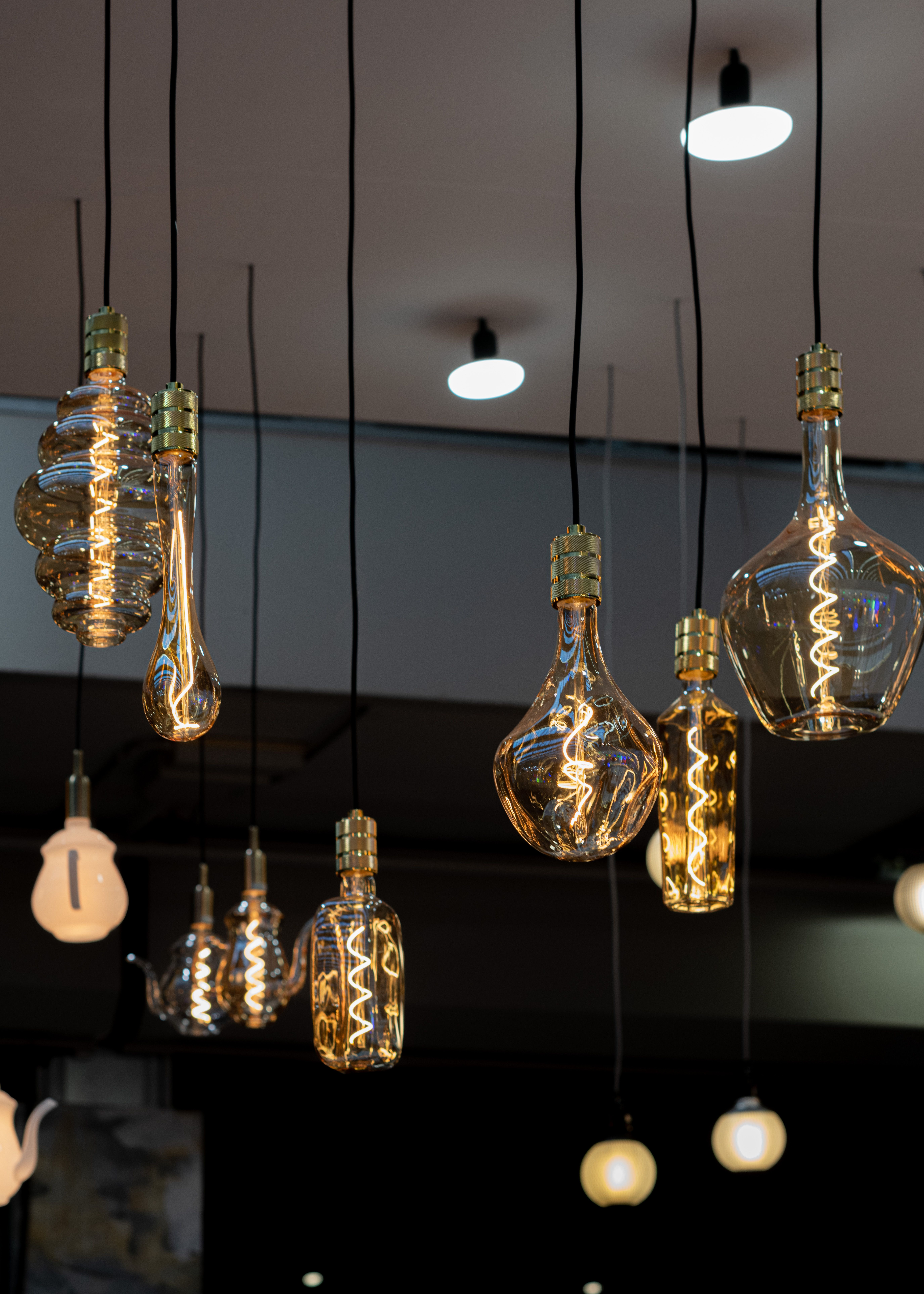 Verwonderend Great display of several Bailey LED Filament lamps and shiny lamp XK-02