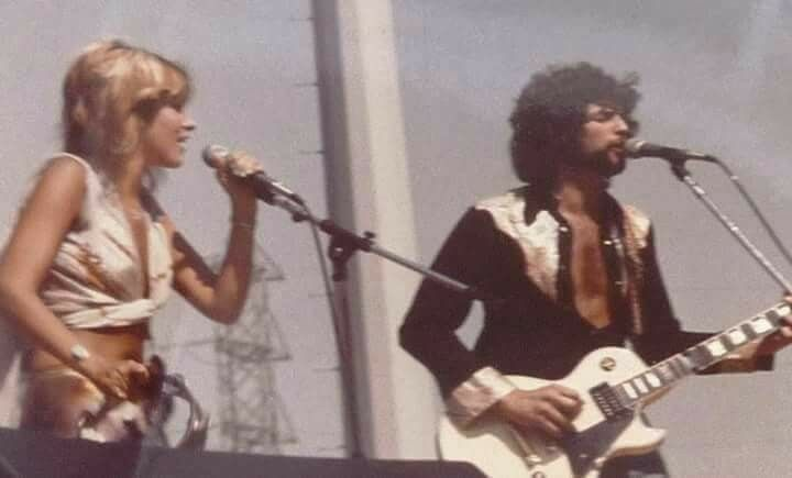 BuckinghamNicks.net -The Site That Sticks to Buckingham ... |Stevie Nicks And Lindsey Buck