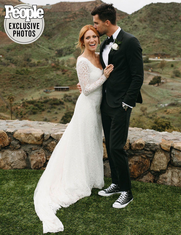 Brittany Snow Is Married Pitch Perfect Star Weds Tyler Stanaland In Malibu Celebrity Wedding Dresses Wedding Dresses Vintage Snow Wedding