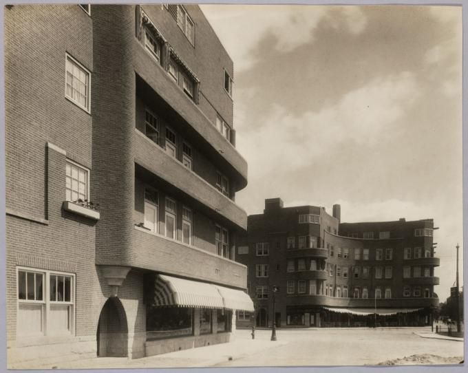 Woningbouw | Housing Roelof Hartplein AmsterdamWoningbouw, Roelof Hartplein, Amsterdam, 1924-1927. Architect: G.J. Rutgers. Fotograaf: onbekend. Collectie NAi | TENT_o264. Photograph courtesy of Het Nieuwe Instituut. Click above to see larger image.