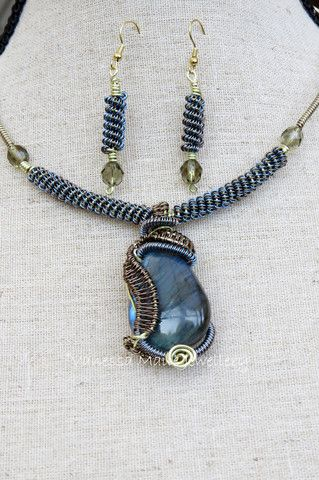 Wire Weave and labradorite Necklace - Vanessa Maile Jewellery