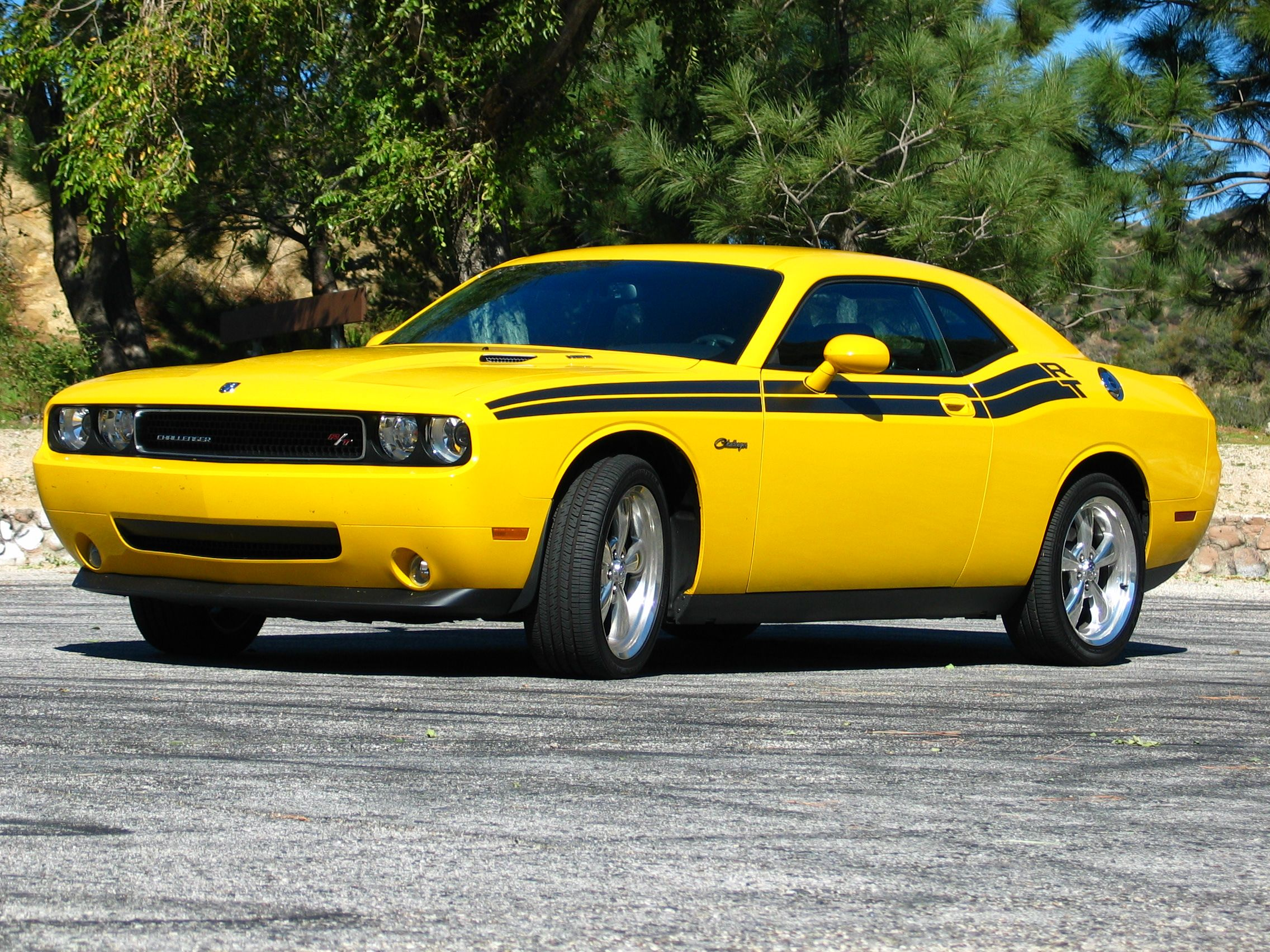 Dodge challenger rt classic yellow and black