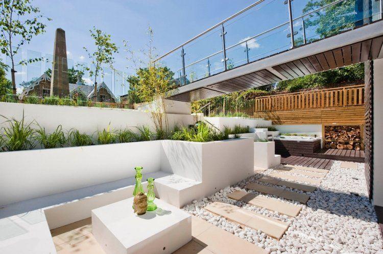 weißer zierkies, weisse hochbeete und gemauerte sitzbank | garten, Terrassen ideen