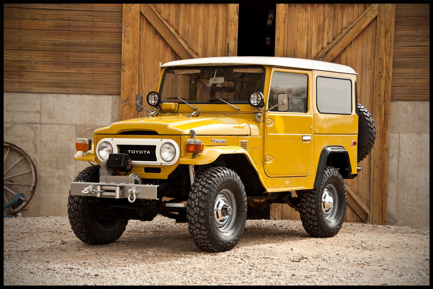 76 land cruiser fj 40 in mustard a great color for these old bulldogs