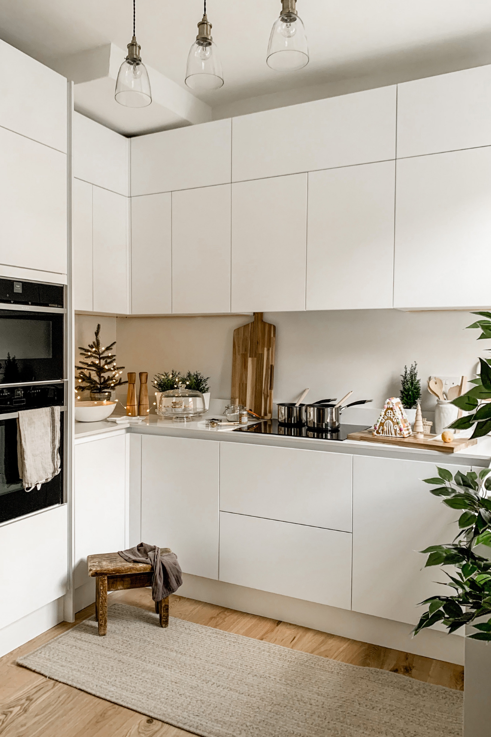 A White Kitchen Makeover with Jen in 9   Handleless kitchen ...