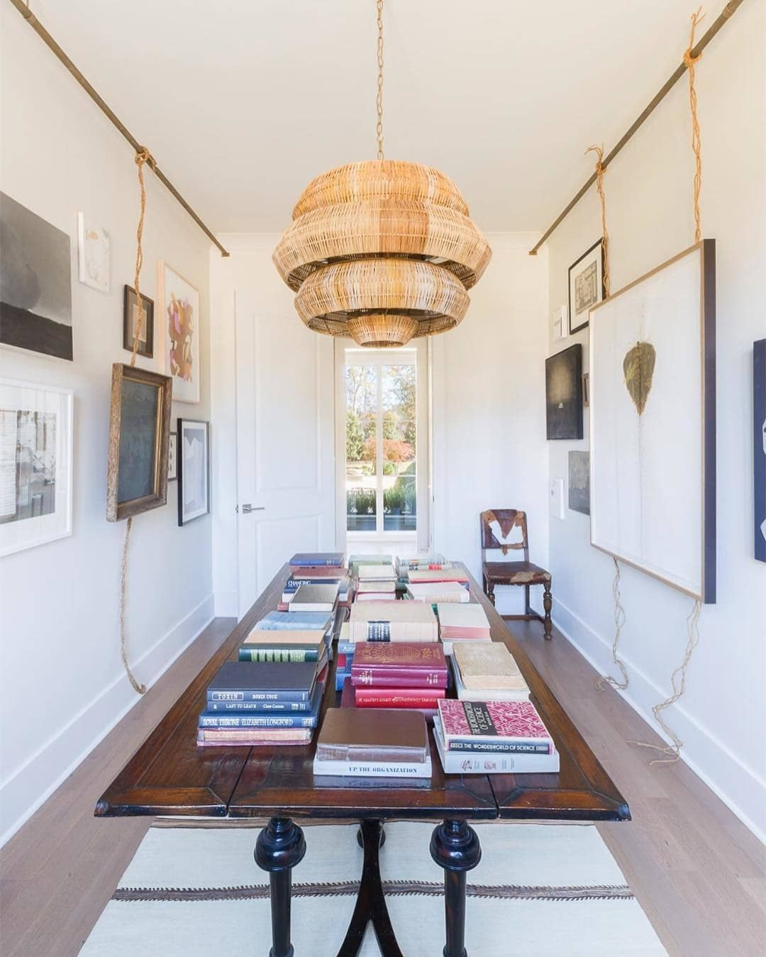 Currey And Company S Antibes Chandelier Adds An Eye Catching