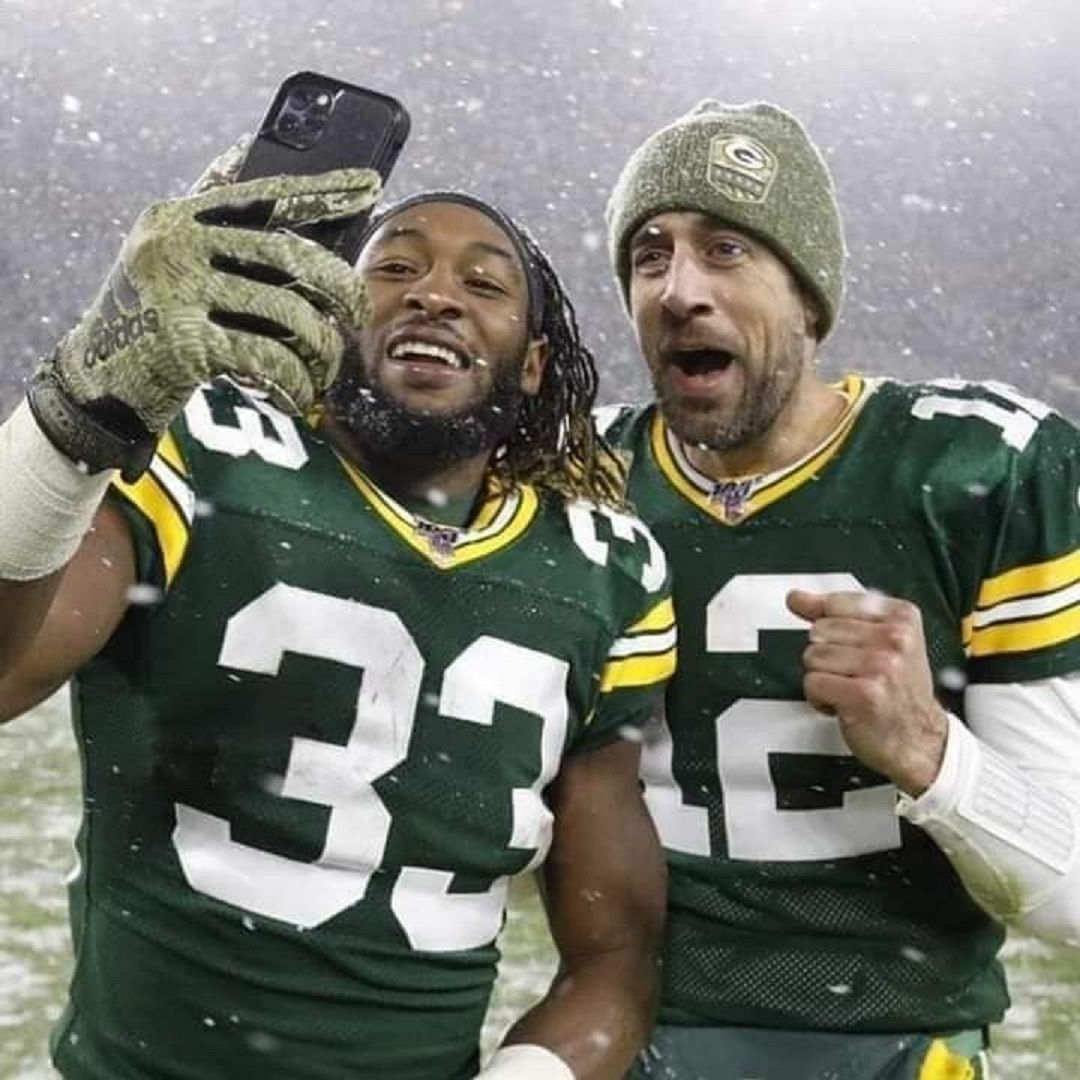 Packer S Selfie In 2020 Green Bay Packers Meme Green Bay Packers Logo Green Bay Packers Football