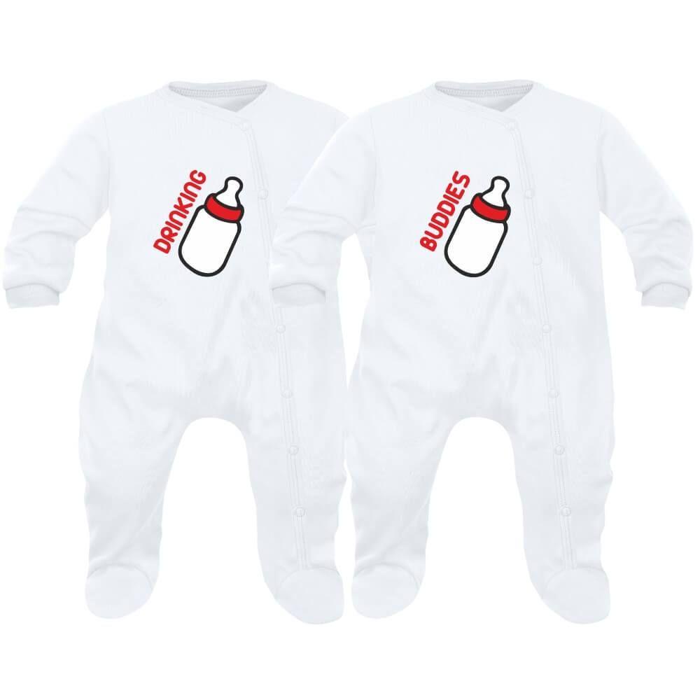 d8830848f53ec 2 pyjamas bébé jumeaux   drinking BUDDIES