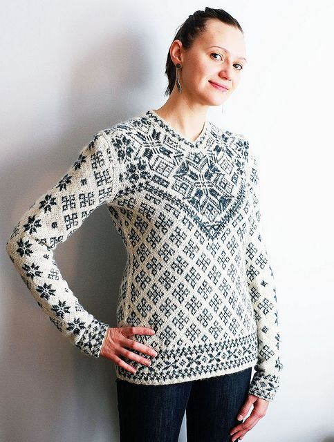 Julia, pattern by Faina Letoutchaia by DayanaKnits, via Flickr