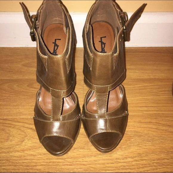 Brown sandals  Brown sandals never worn size 6. If you have any questions please feel free to ask ❣ Shoes