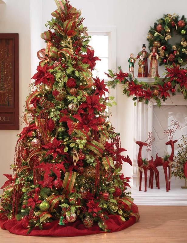 Traditional Red Gold And Green Elegant Tree Cool Christmas Trees Christmas Decorations Beautiful Christmas