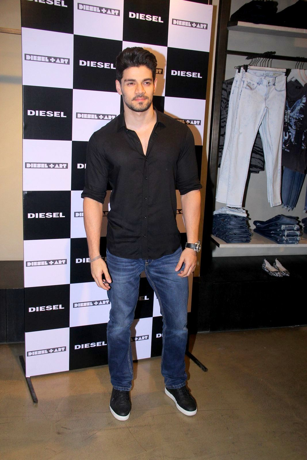 SoorajPancholi sported a casual look in #denim and black #shirt | Denim  jacket outfit, Mens outfits, Black shirt