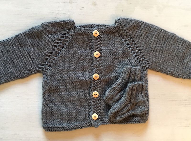 Les petits gilets de bébé #1 (modèles gratuits) | Gilet bébé, Gilet bebe tricot et Modele tricot ...