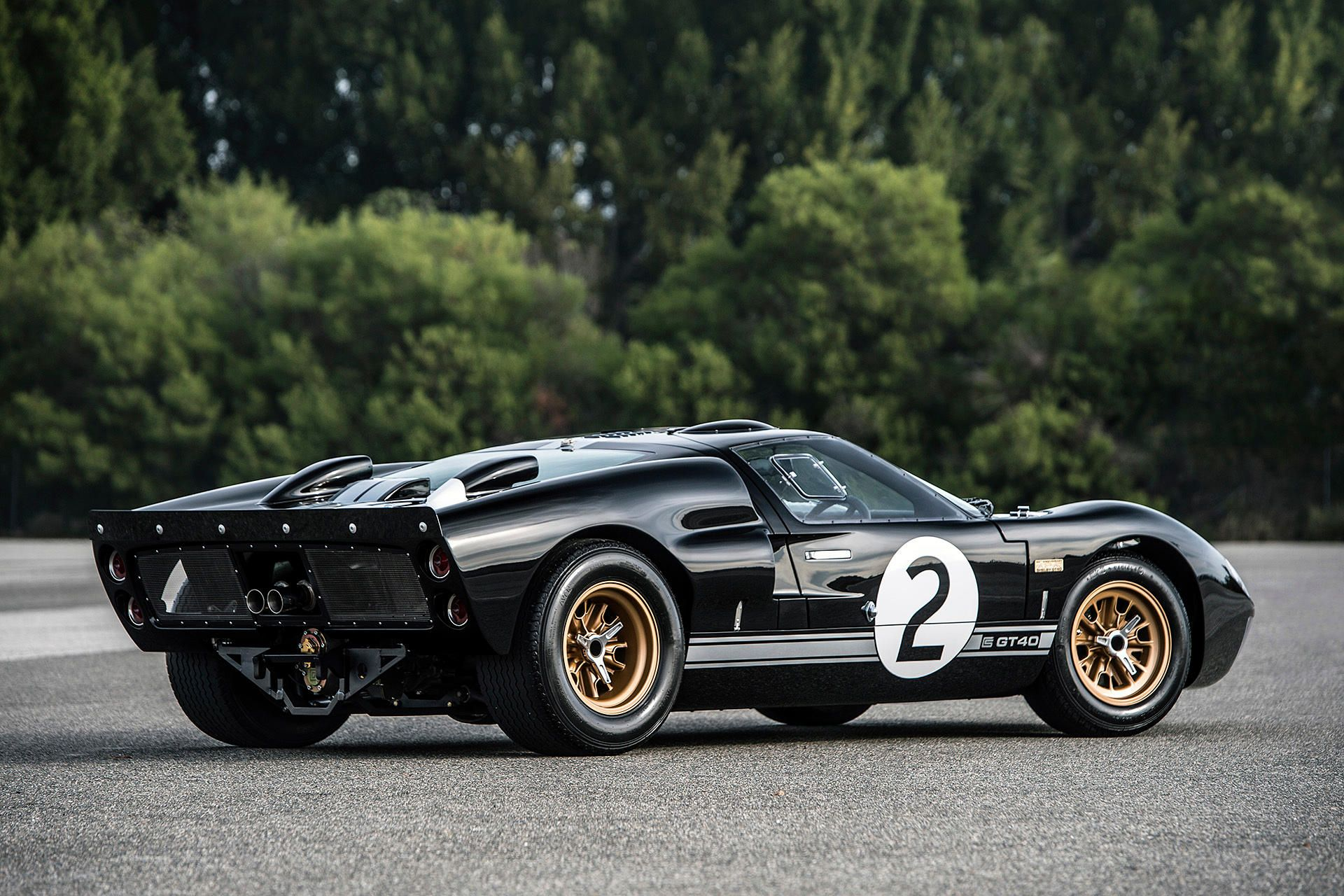 The Shelby X Superperformance Gt40 Mkii 50th Anniversary Edition Honors Its Le Mans Pedigree Ford Gt40 Ford Gt Gt40
