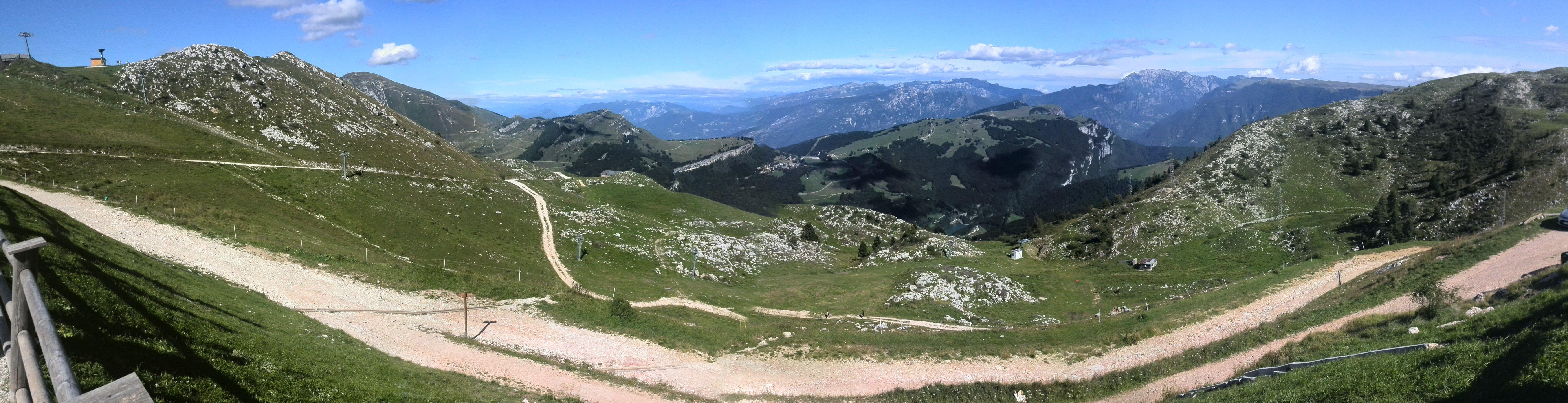 Panoramisch zicht op de Monte Baldo.