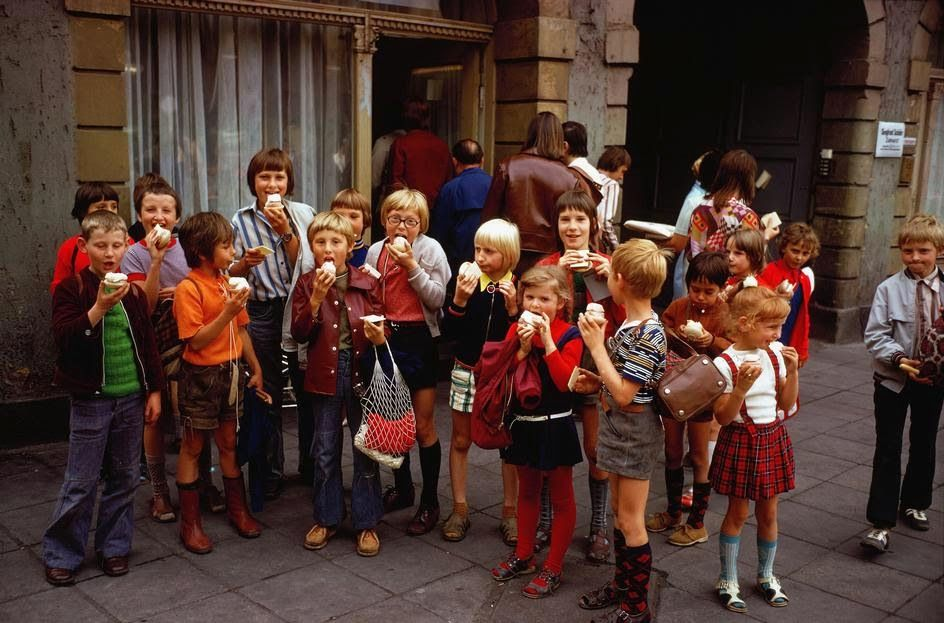 vintage everyday: 55 Interesting and Stunning Color Photographs That Capture Daily Life in East Germany in the middle 1970s