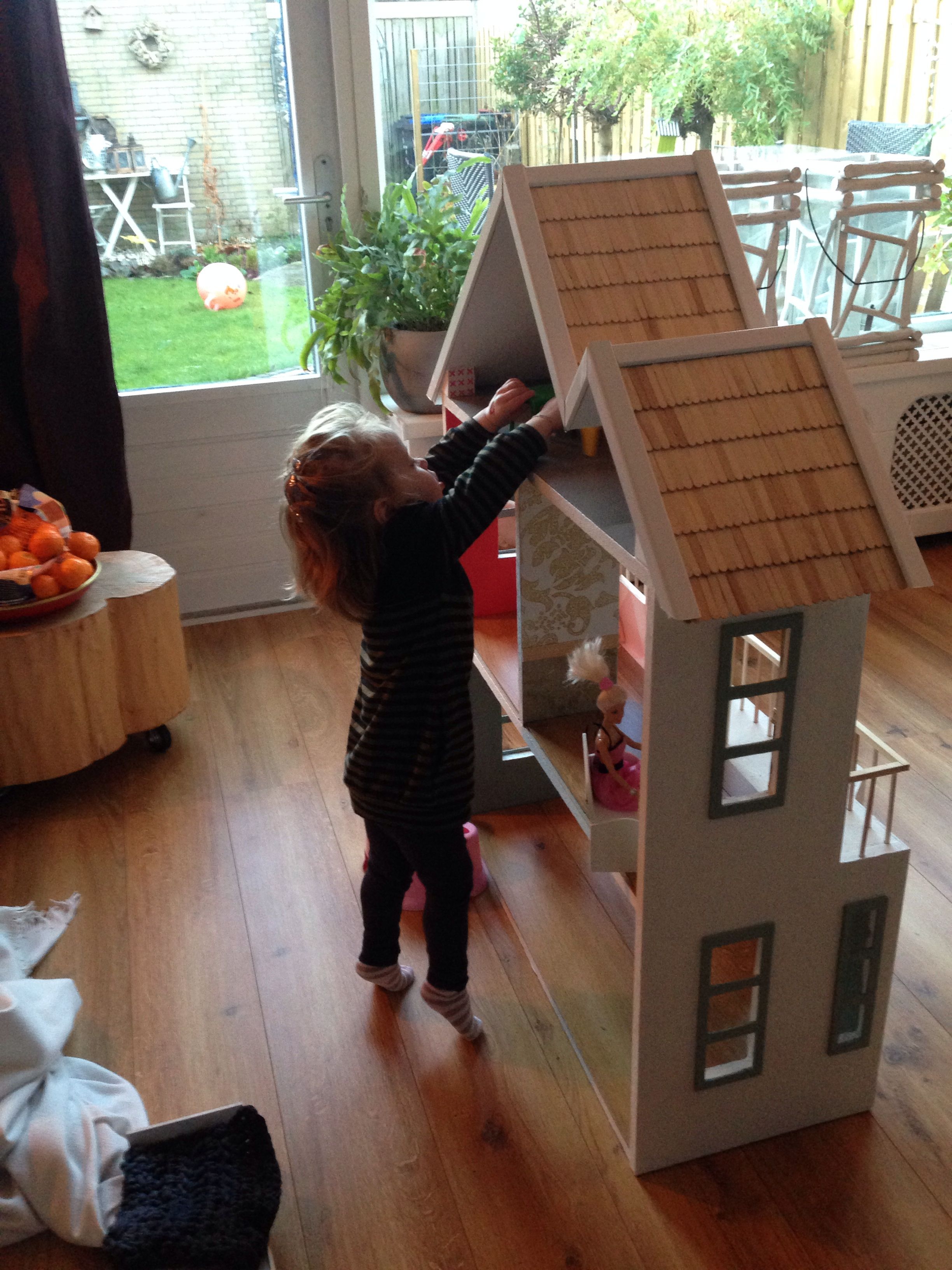Homemade Dollhouse - kinderen op ontdekkingstocht